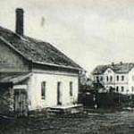 22-V pozadí bývalá škola a dnešní dům s peč. službou-bez data